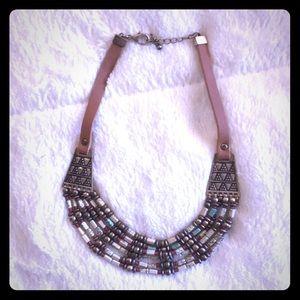 Jewelry - Vintage needed necklace